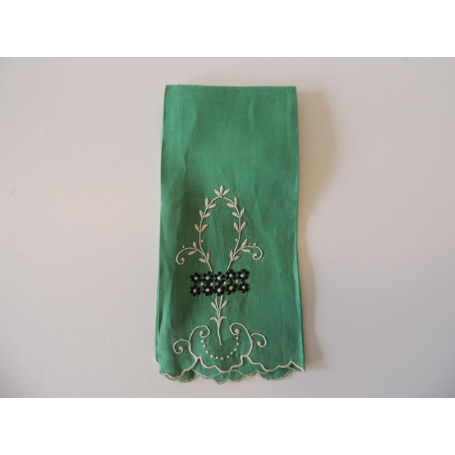 1990s Vintage Green and White Embroidered Bathroom Guest Towel For Sale - Image 5 of 5