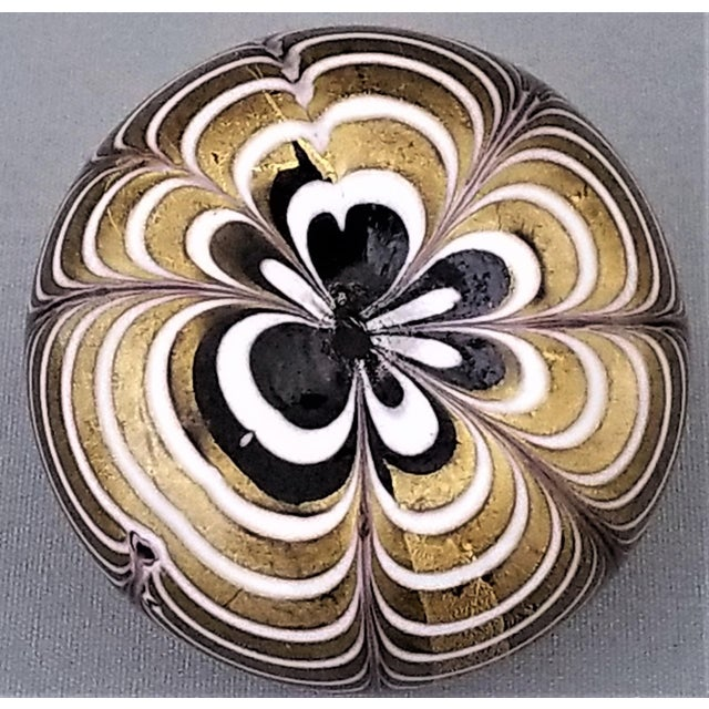 1950s Murano Glass Gold White and Black Fenicio Paperweight - Italy Mid Century Modern Minimalist Palm Beach Boho Chic Italian Venetian Sommerso For Sale In Miami - Image 6 of 13