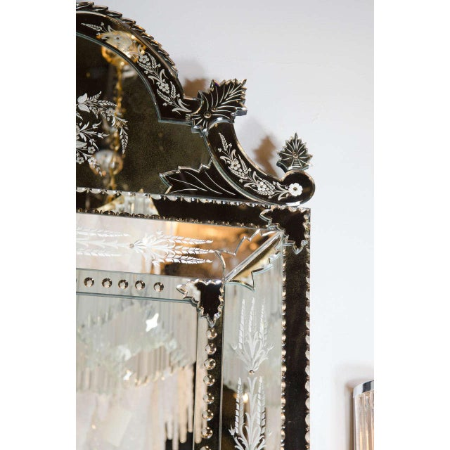 Exquisite Venetian Style Mirror with Stylized Foliage Detailing For Sale In New York - Image 6 of 7
