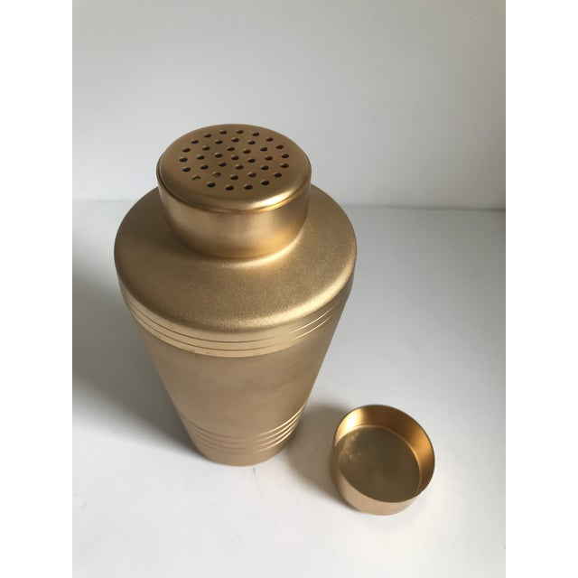 Mid-Century Modern gold-tone aluminum cocktail shaker. Very good condition.