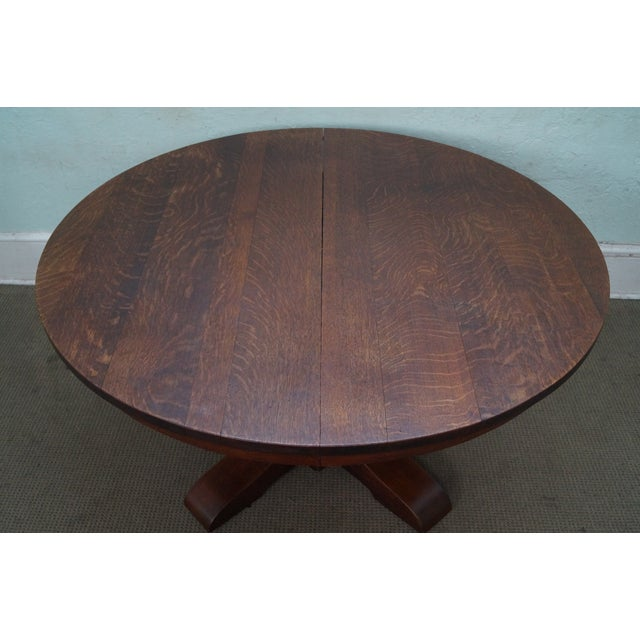 Store Item #: 14640 Gustav Stickley Antique Round Mission Oak Dining Table w/ 6 Leaves AGE/COUNTRY OF ORIGIN: Approx 110...