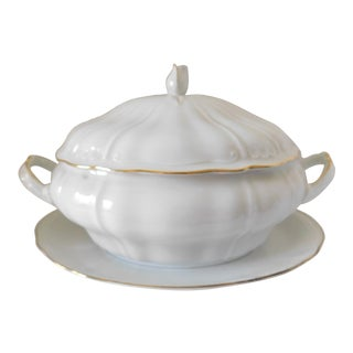 1960s Wunsiedel Bavaria White Porcelain Covered Casserole Dish Set - 2 Pieces For Sale