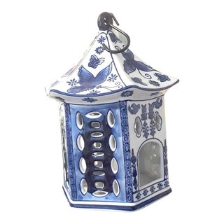Late 20th Century Vintage Blue and White Chinoiserie Pagoda Birdhouse For Sale