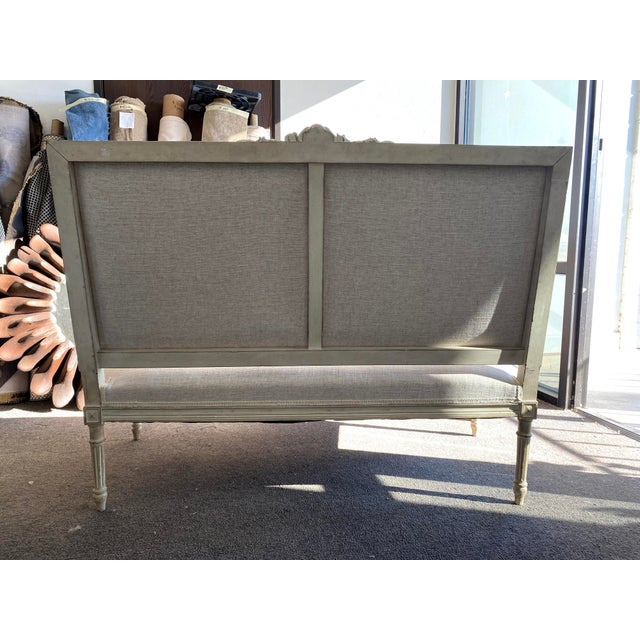 1910s Antique French Grey White Painted Settee Upholstered in Off White Linen For Sale - Image 5 of 13