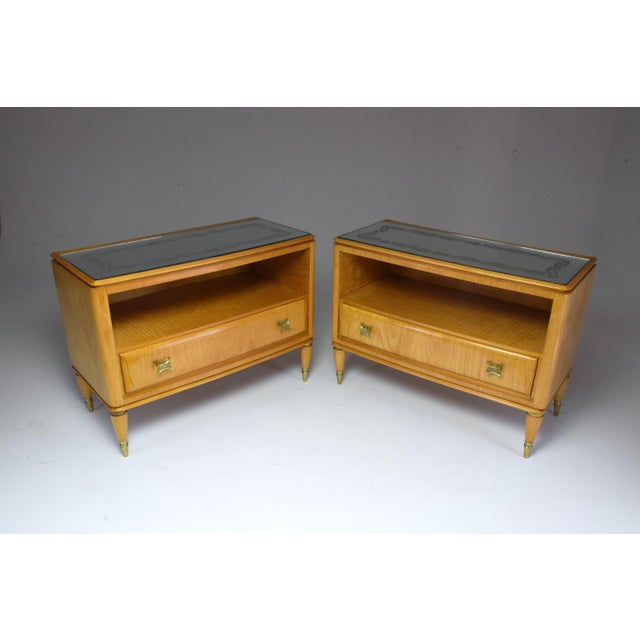 Set of two 20th-century vintage Italian nightstands or bedside cabinets, circa 1940s composed of the original flower...
