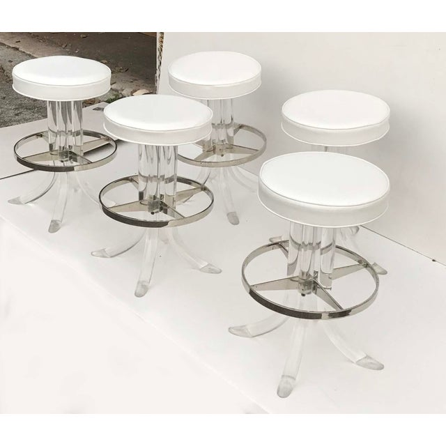 Modern 1970s Vintage Swiveling Lucite Bar Stools- Set of 5 For Sale - Image 3 of 6