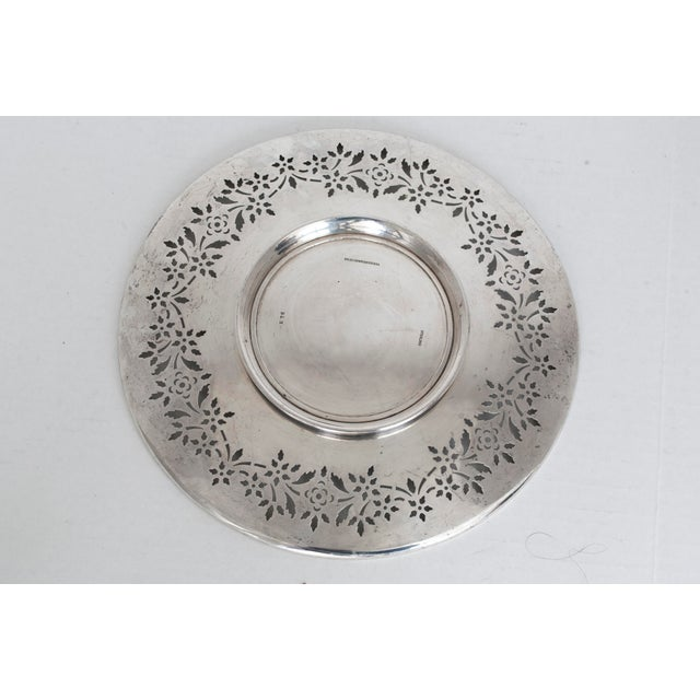 American Classical 1910 Sterling Silver Pedestal Plate for Bailey Banks Biddle For Sale - Image 3 of 7