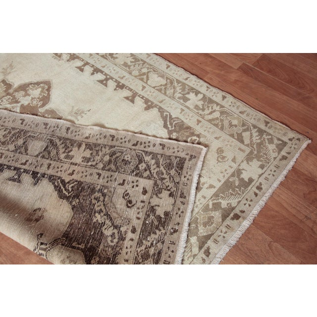 Vintage Turkish Oushak Beige Medallion Wool Rug - 4′4″ × 6′ For Sale - Image 9 of 9