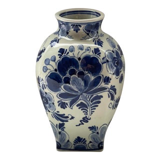 Delft Blue and White Vase For Sale