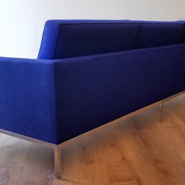 Mid-Century Modern 1960s Florence Knoll Three Seater Sofa W/ Original Fabric For Sale - Image 3 of 13