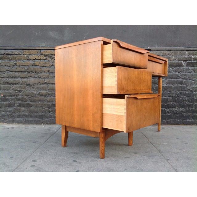 Kroehler Mid-Century Modern Desk For Sale - Image 5 of 7