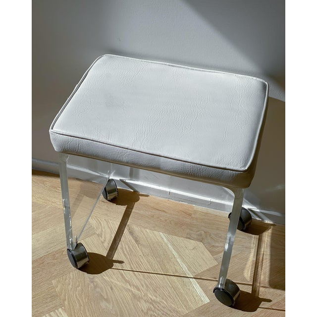 1970s Waterfall Lucite Vanity Stool For Sale In New York - Image 6 of 7