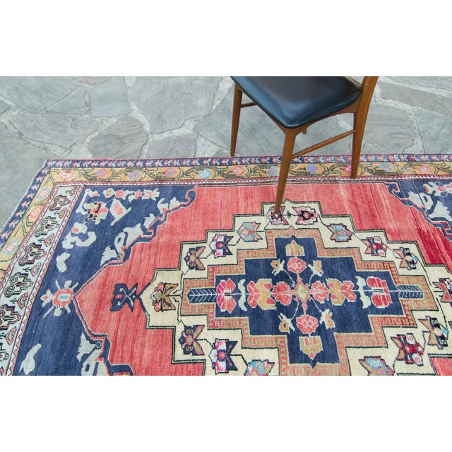 """Contemporary House of Séance - 1940s Vintage Anatolian Taspinar Oushak Wool Pile Hand-Knotted Rug - 4'10"""" X 8' For Sale - Image 3 of 11"""