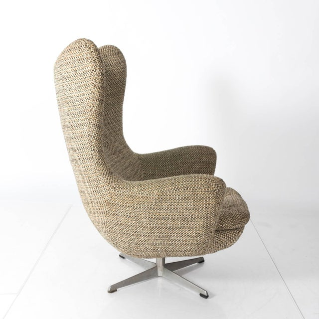 Pair of Mid-Century Modern Armchairs For Sale In New York - Image 6 of 7