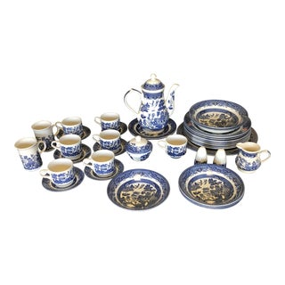 1980s Vintage Blue Willow Churchill England Serveware Collection - 36 Pieces For Sale