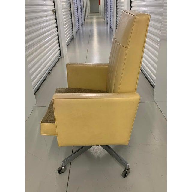 Mid-Century Modern Steelcase Mid Century Swivel Tilt Desk Chair For Sale - Image 3 of 13