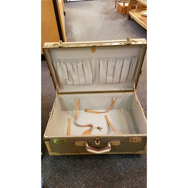 Gold 1970's Original Gucci Logo Hard Sided Suitcases - a Pair For Sale - Image 8 of 12