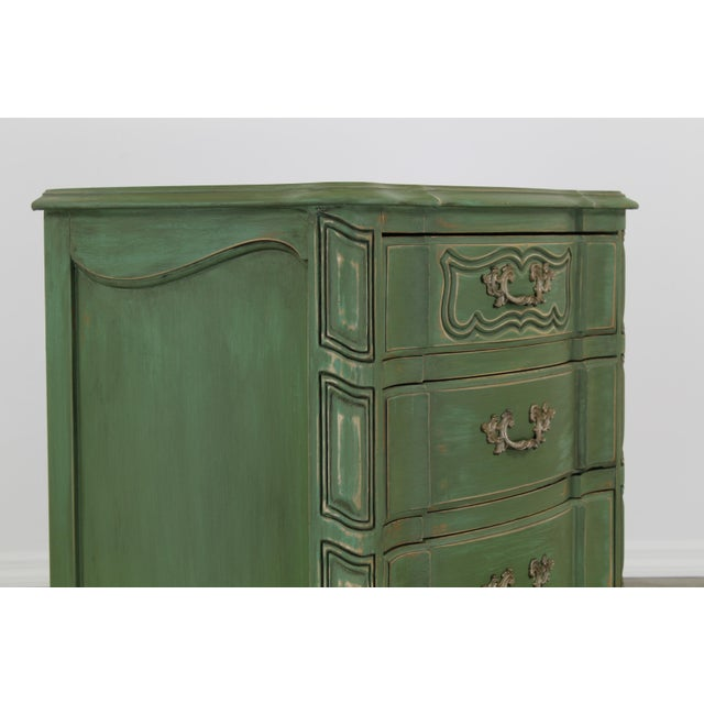 1970s Pair of French Provincial Nightstands, Mid Century Nightstands, Green Nightstand, Shabby Chic Nightstands For Sale - Image 5 of 11