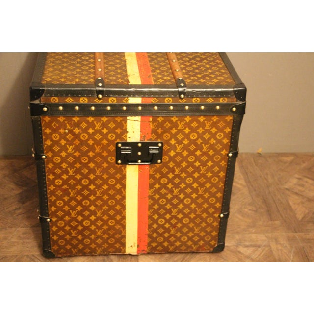 This unusual cube trunk is very elegant and in very good condition. It has got the hand stenciled LV Monogram pattern...
