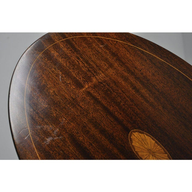 Early 20th Century Antique Mahogany Pinwheel Inlaid Oval Tilt Top End Table For Sale - Image 9 of 13