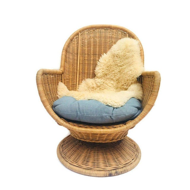 1980s Vintage Sculpted Rattan Egg Chair Swivel Wicker Club Chair For Sale - Image 4 of 13