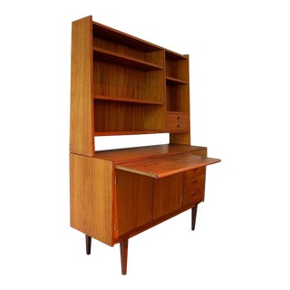 1960s Scandinavian Modern Hutch With Pull-Out Server For Sale
