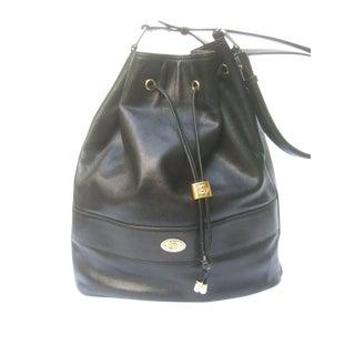 1980s Gucci Italy Supple Black Leather Saddle Shoulder Bag For Sale