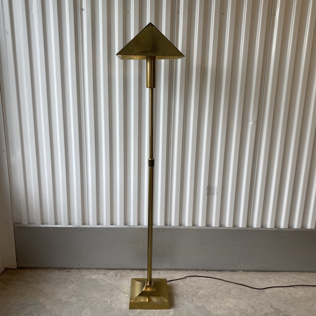 Modern yet classic in design this Laurel Lamp Company brass plated telescoping floor lamp. Brass finish is in good vintage...