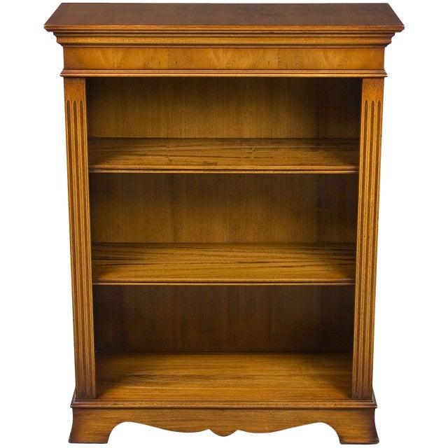 1960s English Traditional Small Yew Wood Adjustable Bookcase Bookshelf