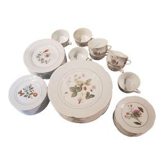 Philippe Deshoulieres Limoges Edition Lourioux Porcelain Botanical Dinnerware, 40 Pieces For Sale
