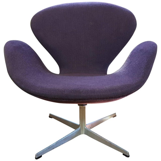 Vintage Swan Chair by Arne Jacobsen for Fritz Hans For Sale