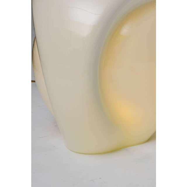 1970s 1978 Modern Luciano Vistosi Op to Pop Munega White Blown Glass Table Lamp For Sale - Image 5 of 10