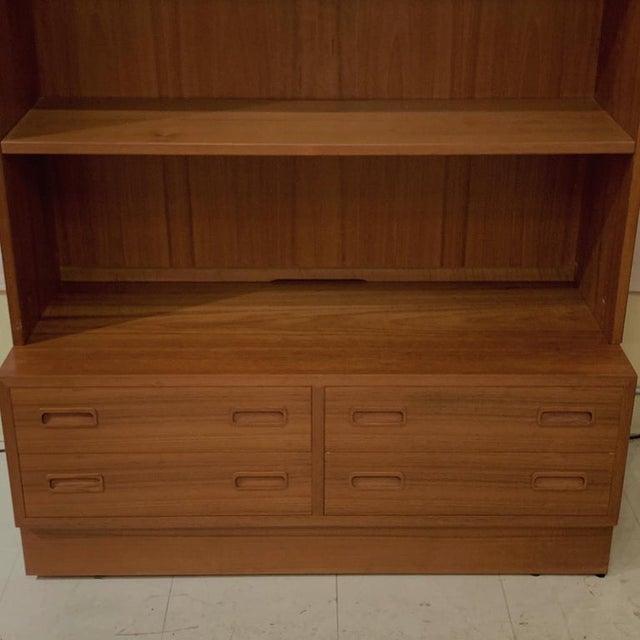 Brown Pair Poul Hundevad Danish Modern Teak Bookcases Shelves W. 4-Drawer Chest Base For Sale - Image 8 of 9