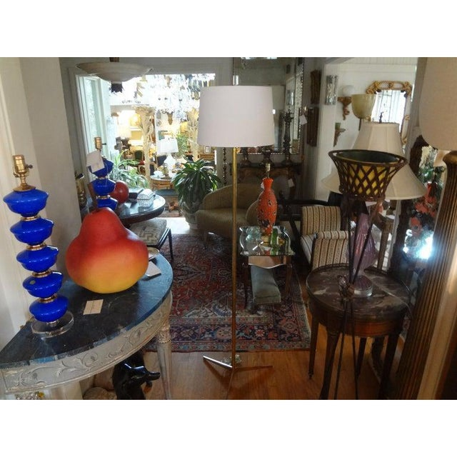 Beautiful Mid-Century Modern brass floor lamp in the manner of Paul McCobb. This modernist brass floor lamp has been newly...