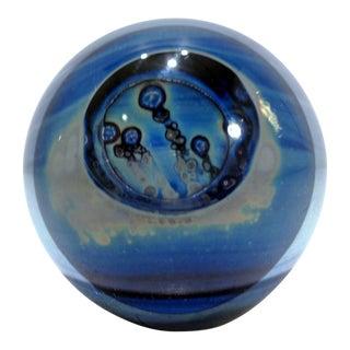 1982 Robert Eickholt Blue Iridescent Studio Art Glass Paperweight For Sale