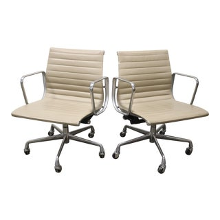 1990s Vintage Herman Miller Eames Aluminum Group Management Chair For Sale
