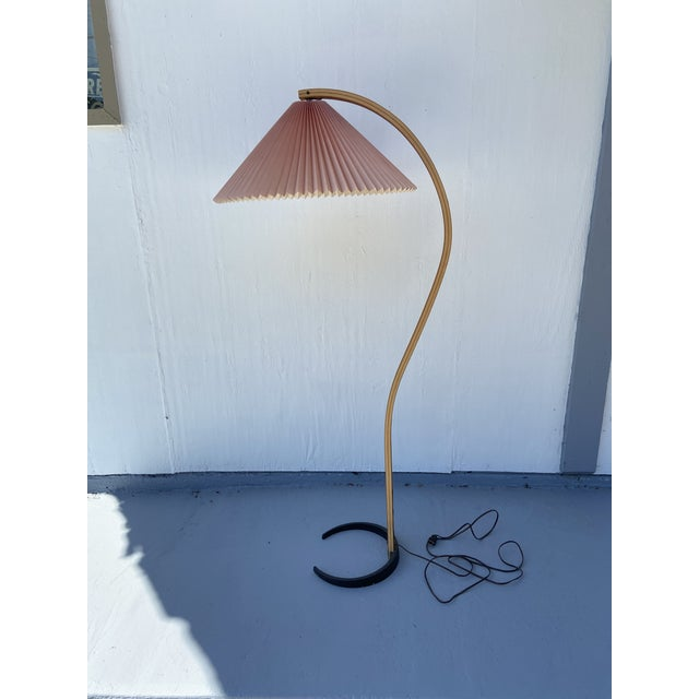 1970s Caprani Two-Toned Teak Bentwood Floor Lamp with Blush Pink Pleated Shade For Sale - Image 11 of 11
