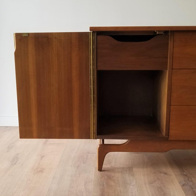 Wood Mid-Century Modern Oak Credenza For Sale - Image 7 of 13