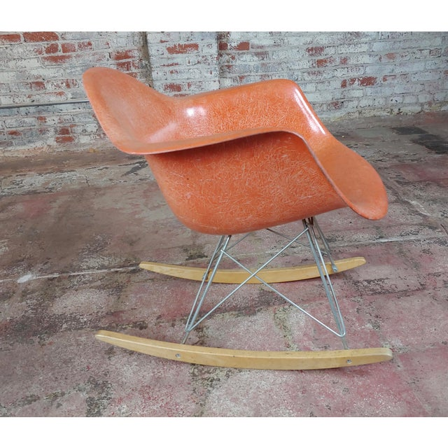 "Herman Miller Vintage Fiberglass Rocking Chair size 23 x 28 x 27"" seat height 16"" A beautiful piece that will add to your..."
