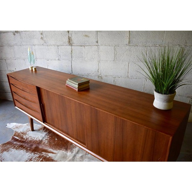 Extra Long Mid Century Modern Teak Sideboard / Credenza For Sale In New York - Image 6 of 11