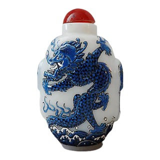 B & W Peking Glass Dragons Snuff For Sale