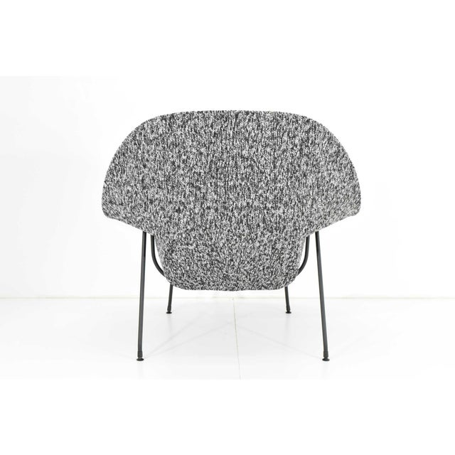 Eero Saarinen for Knoll Womb Chair and Ottoman For Sale - Image 9 of 12