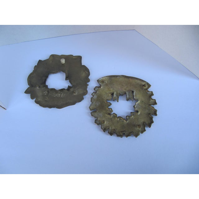 Brass Christmas Wreath Trivets - a Pair - Image 3 of 3
