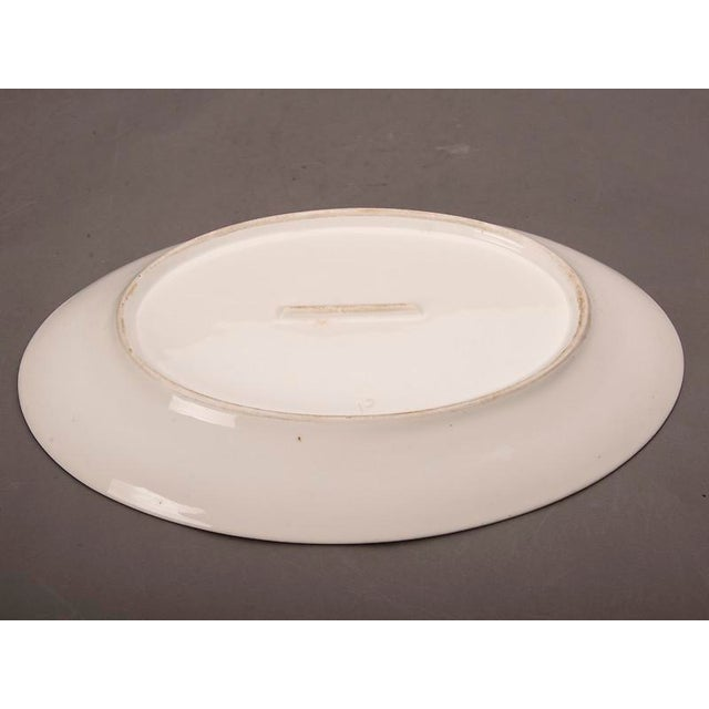 French Large oval white glazed earthenware platter from Belle Époque France c.1890 For Sale - Image 3 of 5
