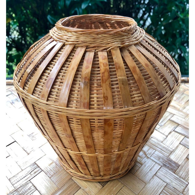 Excellent vintage woven basket urn. In mint condition. Perfect for rustic or boho decor.
