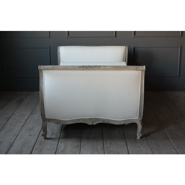 Linen 19th Century French Louis XV- Style Daybed With Distressed Finish For Sale - Image 7 of 11