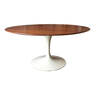 Mid-Century Modern Eero Saarinen for Knoll Walnut Tulip Dining Table For Sale
