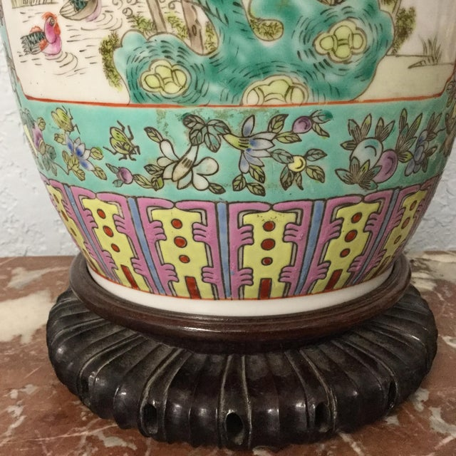 Asian 19th Century Chinese Export Vase For Sale - Image 3 of 10