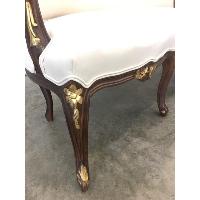 Walnut 1900's French Louis XV Style Settee With Linen Upholstery For Sale - Image 7 of 13