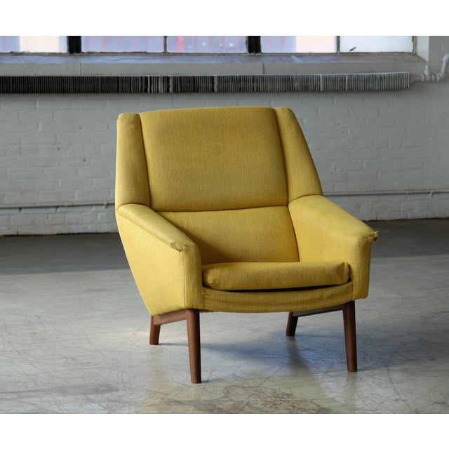 Classic and very elegant lounge chair designed by Folke Ohlsson in the 1950s for Fritz Hansen. We love the elegant angles...